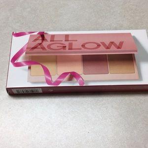 Clinique Aglow palette